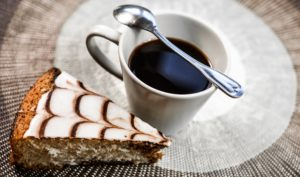 https://pixabay.com/de/kaffee-kuchen-pokal-lebensmittel-1197758/