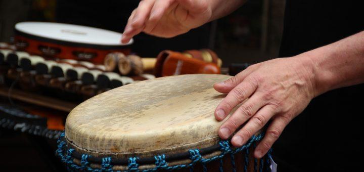 https://pixabay.com/de/djembe-trommeln-musik-rhythmus-2413970/